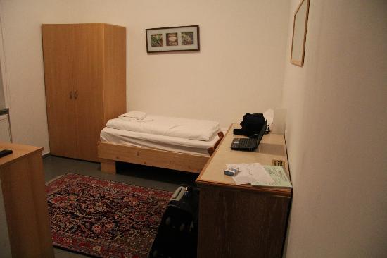 Guenstigschlafen24: комната для одного постояльца.