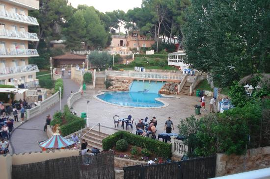 Palma Bay Club Resort: there are 4 pools 3 here one behind habana