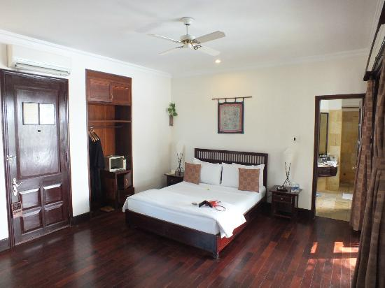 Hoi An Riverside Resort & Spa: A NICE CLEAN ROOM..!