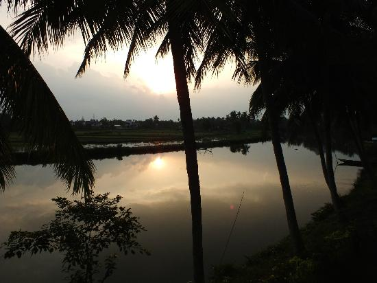 Hoi An Riverside Resort & Spa: SUNSET FROM ROOM..!