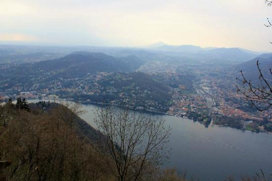 Hotel Paradiso Sul Lago: вдали Швейцария...