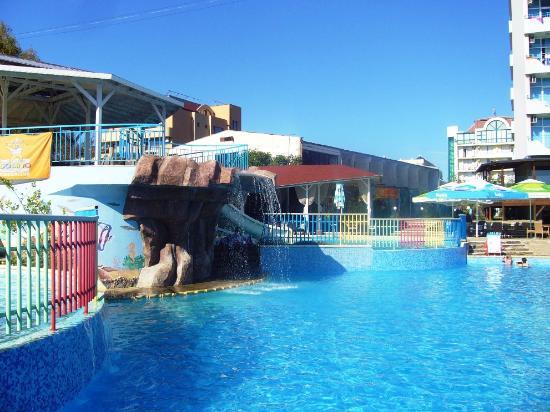 Perla Beach Hotel