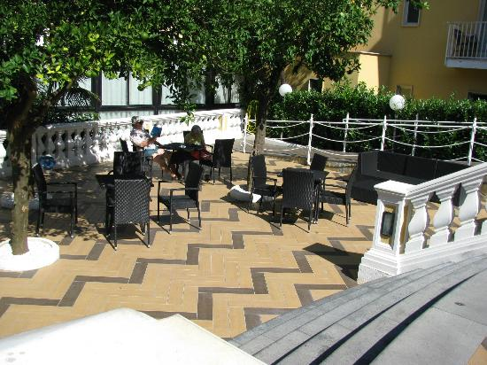 Grand Hotel Parco Del Sole: Outdoor area