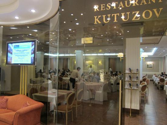 Borodino Hotel: breakfast room