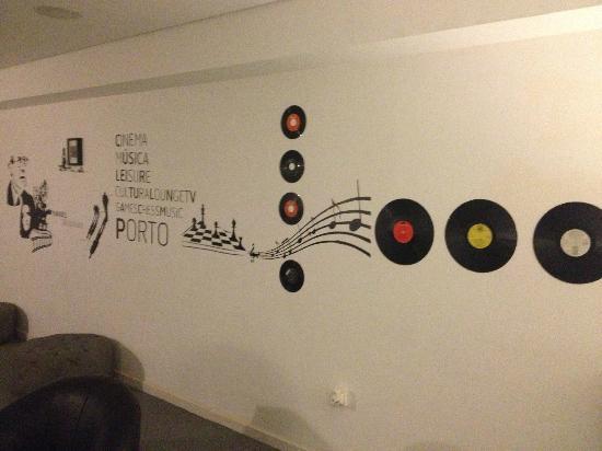 Gallery Hostel: la sala tv