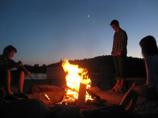 Ampersand Bay Resort & Boat Club: Evening Campfire