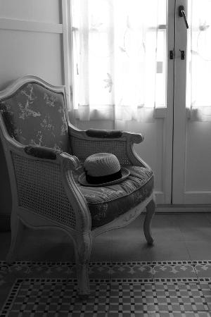Hotel Argantonio: Beautiful furniture in our room