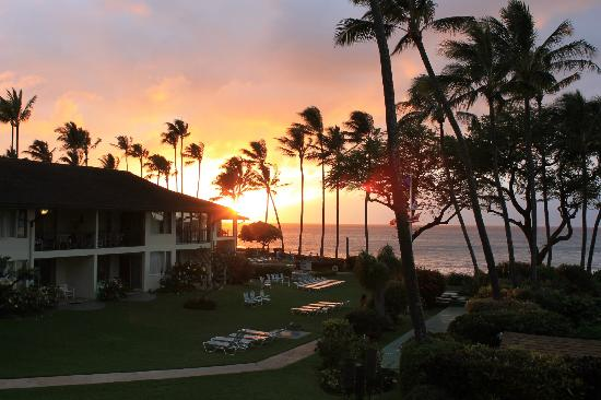 Napili Surf Beach Resort: Sunset from balcony