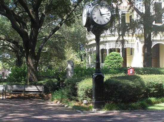 College of Charleston: Campus clock. Famous meeting spot.