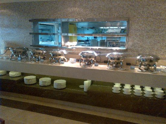 Ramada Abu Dhabi Downtown: Buffet Breakfast