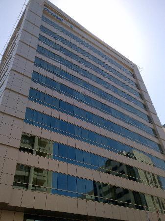 Ramada Downtown Abu Dhabi: Hotel Building