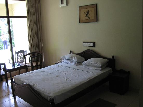 Kithulgala Rest House: King bed