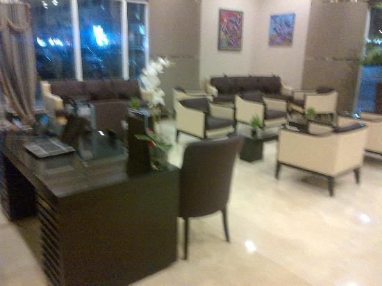 Ramada Abu Dhabi Downtown: Lobby