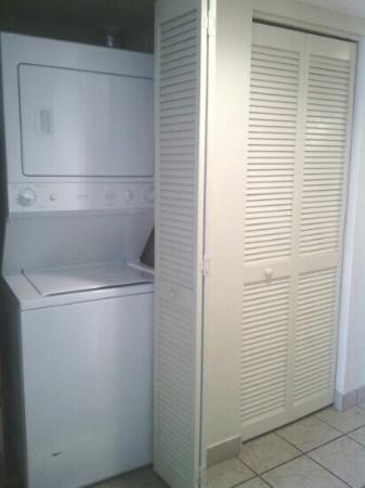 Palmetto Shores Oceanfront: loved the washer/dryer in our room