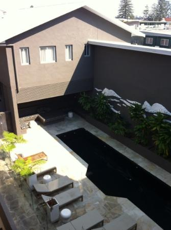 Byron Bay Hotel & Apartments: pool