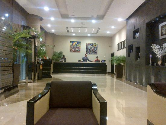Cristal Hotel Abu Dhabi: Lobby