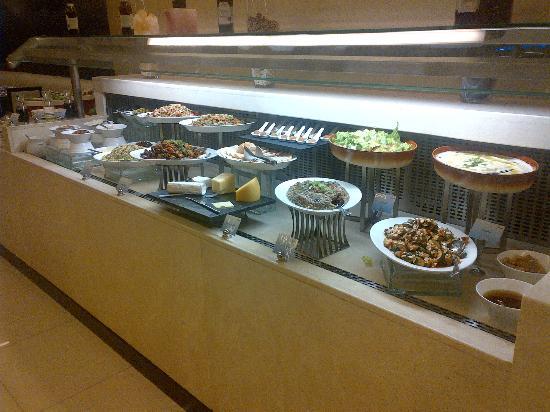 Cristal Hotel Abu Dhabi: Dinner buffet