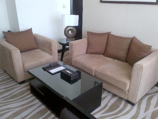 Cristal Hotel Abu Dhabi: Living area