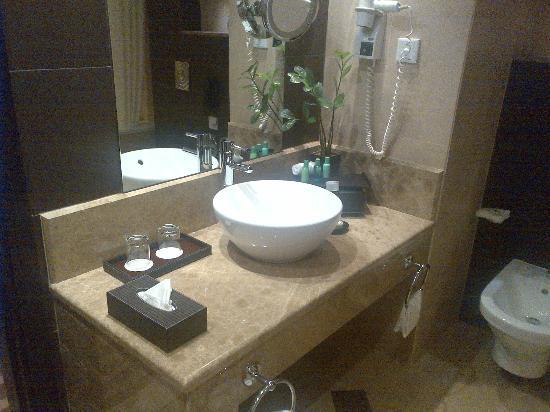 โรงแรมคริสตัล อาบู ดาบี: Bathroom