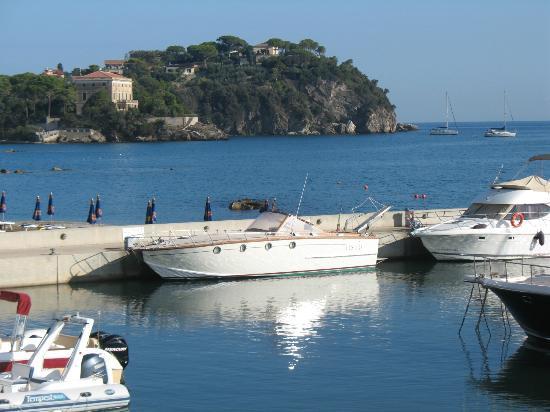 La Vecchia Scuola: port and part of Cavo