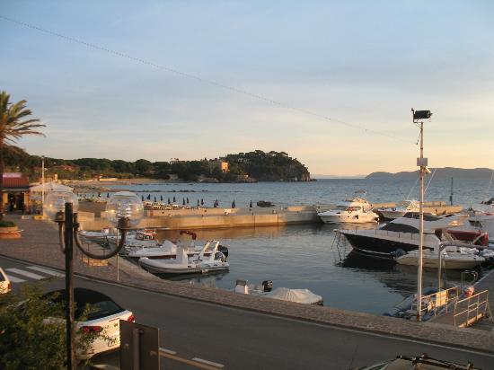 La Vecchia Scuola: port at sunrise 