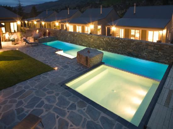 Benbrae - Cardrona Valley Resort: Poolside at Night