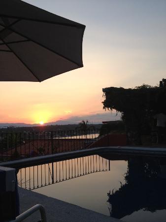 La Casa del Guamuchil: Atardecer en la Alberca