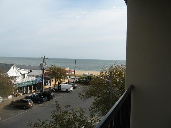 Beach View Motel: The view from our room
