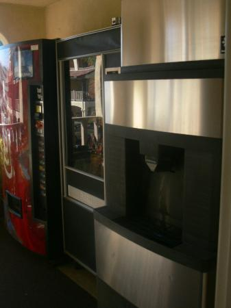 Old Town Inn: Ice & Vending machines
