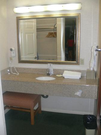 Old Town Inn: Wardrobe & Powder room