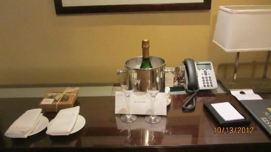 InterContinental Boston: Surprise gift in room.