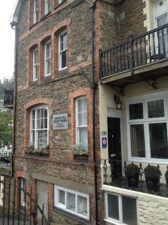 Castle Hill Guest House: Hotel from street