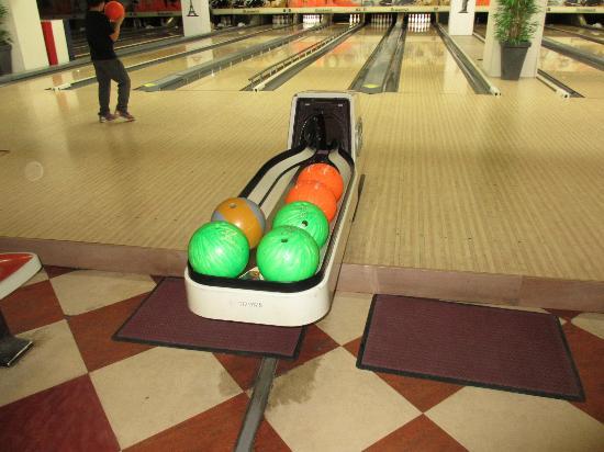bowling front de seine bowling front de seine. Black Bedroom Furniture Sets. Home Design Ideas