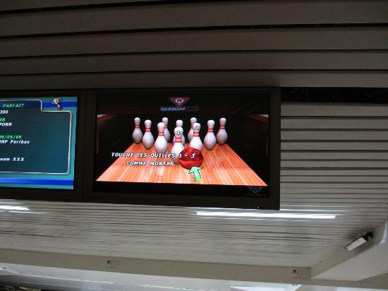 bowling front de seine paris 2018 o que saber antes de. Black Bedroom Furniture Sets. Home Design Ideas