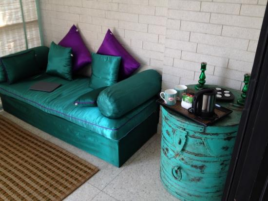 Amarya Villa: sitting area off the bedroom in Emerald room