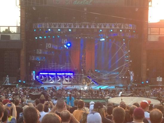 Fiddler's Green Amphitheatre: motley crüe aug 8/12