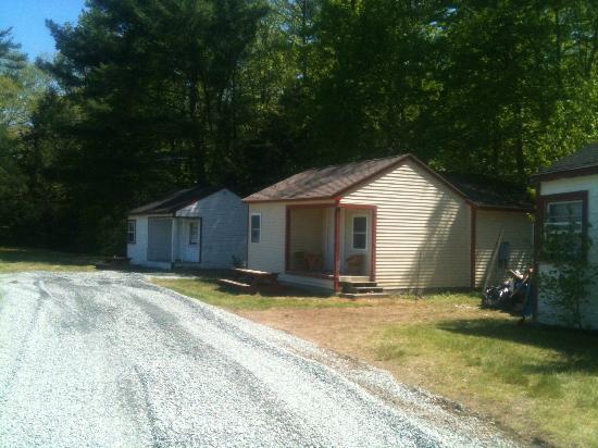 Valley Brook Cottages: Cabin 1 1 bedroom cabin 2 2bedroom