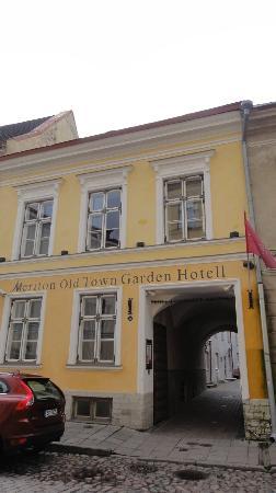 Meriton Old Town Garden Hotel: Meriton Garden Hotel - Entrance