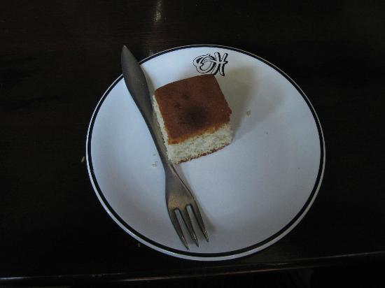 Hotel Orient Bandarawela: Butter cake upon arrival