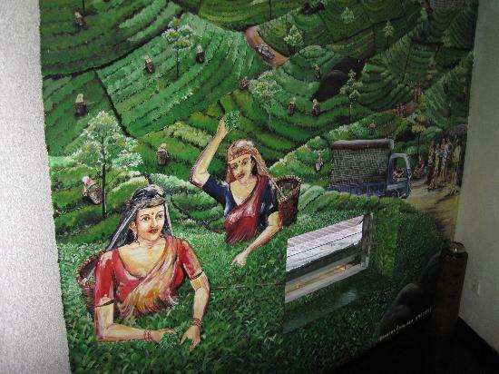 Hotel Orient Bandarawela: Mural in hallway