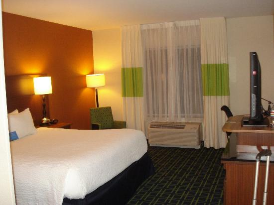 Fairfield Inn & Suites Baltimore BWI Airport: room view 2