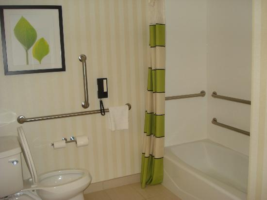 Fairfield Inn & Suites Baltimore BWI Airport: bathroom view 1