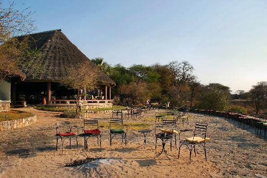 Tarangire Safari Lodge: Outside patio/firepit area with an awesome view of the valley below.