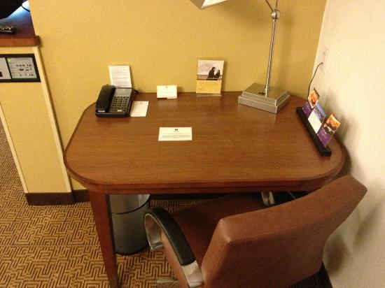 Hyatt Place Milwaukee Airport: Work desk
