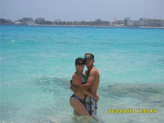 la playa a una cuadra del hotel portofino...