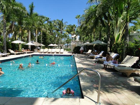 South Seas Hotel Piscina