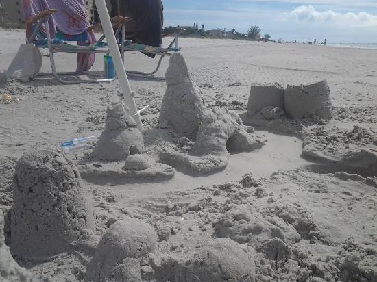 Blue Heron Cottage Inn: Castles on the beach