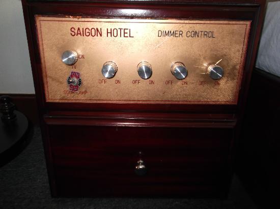 Saigon Hotel: クラシカルな照明調節器