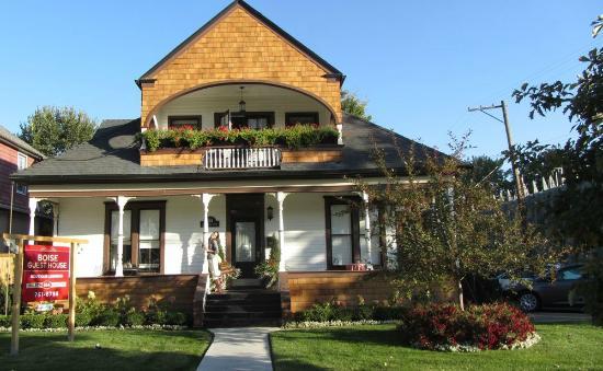 بويزي جيست هاوس: On the porch @ BGH 