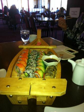 Shiso Japanese Restaurant: Maki boat